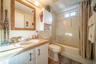 """Photo 17: 72 2303 CRANLEY Drive in Surrey: King George Corridor Manufactured Home for sale in """"Sunnyside Estates"""" (South Surrey White Rock)  : MLS®# R2435775"""