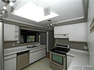 Photo 3: 4453 Casa Linda Dr in VICTORIA: SW Royal Oak Single Family Detached for sale (Saanich West)  : MLS®# 571417