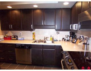 Photo 4: 202 1371 Foster Street in South Surrey: White Rock Condo for sale (South Surrey White Rock)  : MLS®# F2826418