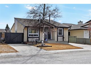 Photo 1: 235 TEMPLEVALE Road NE in Calgary: Temple House for sale : MLS®# C4003858