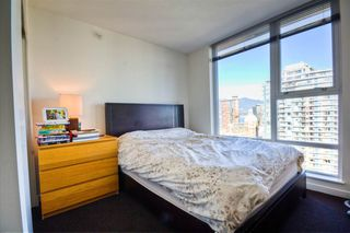 """Photo 10: 2701 131 REGIMENT Square in Vancouver: Downtown VW Condo for sale in """"SPECTRUM"""" (Vancouver West)  : MLS®# R2032610"""