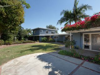 Photo 4: OCEANSIDE House for sale : 3 bedrooms : 2025 Stewart Street