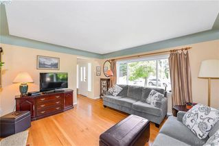 Photo 3: 2281 Edgelow St in VICTORIA: SE Arbutus Half Duplex for sale (Saanich East)  : MLS®# 762582