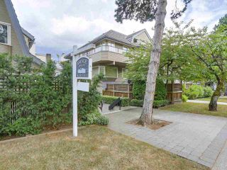 "Photo 2: 2411 W 1ST Avenue in Vancouver: Kitsilano Townhouse for sale in ""Bayside Manor"" (Vancouver West)  : MLS®# R2191405"
