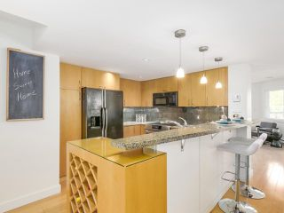"Photo 11: 2411 W 1ST Avenue in Vancouver: Kitsilano Townhouse for sale in ""Bayside Manor"" (Vancouver West)  : MLS®# R2191405"