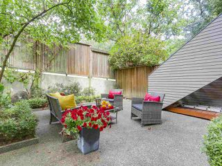 "Photo 4: 2411 W 1ST Avenue in Vancouver: Kitsilano Townhouse for sale in ""Bayside Manor"" (Vancouver West)  : MLS®# R2191405"
