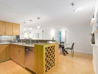 "Photo 3: 2411 W 1ST Avenue in Vancouver: Kitsilano Townhouse for sale in ""Bayside Manor"" (Vancouver West)  : MLS®# R2191405"