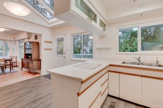 """Photo 9: 1381 CHINE Crescent in Coquitlam: Harbour Chines House for sale in """"Harbour Chines"""" : MLS®# R2262482"""