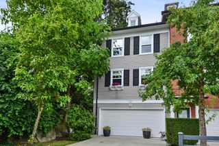 """Photo 2: 5 15075 60 Avenue in Surrey: Sullivan Station Townhouse for sale in """"Natures Walk"""" : MLS®# R2294794"""