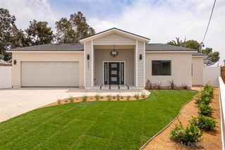 Photo 2: CLAIREMONT House for sale : 4 bedrooms : 4801 Mount Armour in San Diego