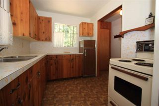 Photo 5: 2236 BROMLEY Crescent in No City Value: FVREB Out of Town House for sale : MLS®# R2378658