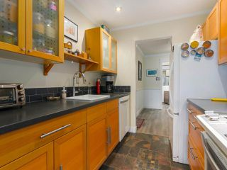 "Photo 8: 103 222 N TEMPLETON Drive in Vancouver: Hastings Condo for sale in ""CAMBRIDGE COURT"" (Vancouver East)  : MLS®# R2383049"