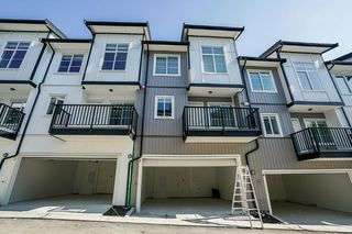 Photo 2: 76 5867 129 Street in Surrey: Panorama Ridge Townhouse for sale : MLS®# R2383093