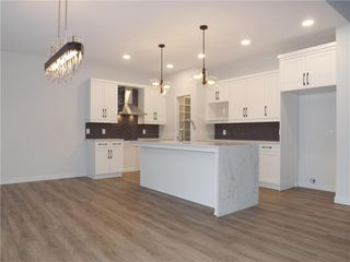 Photo 5: 11 Sansregret Court in Winnipeg: Charleswood Residential for sale (1H)  : MLS®# 202000894