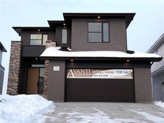 Photo 1: 11 Sansregret Court in Winnipeg: Charleswood Residential for sale (1H)  : MLS®# 202000894
