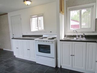 """Photo 2: 9871 MAPLE Street in Fort St. John: Fort St. John - Rural W 100th Manufactured Home for sale in """"GRAND HAVEN"""" (Fort St. John (Zone 60))  : MLS®# R2431676"""