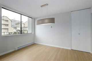 "Photo 14: 202 460 14 Street in West Vancouver: Ambleside Condo for sale in ""Tiffany Court"" : MLS®# R2445876"
