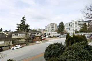 "Photo 8: 202 460 14 Street in West Vancouver: Ambleside Condo for sale in ""Tiffany Court"" : MLS®# R2445876"