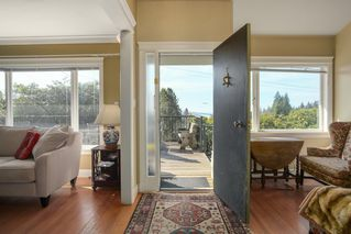 Photo 11: 1255 MATHERS Avenue in West Vancouver: Ambleside House for sale : MLS®# R2460735