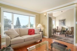 Photo 9: 1255 MATHERS Avenue in West Vancouver: Ambleside House for sale : MLS®# R2460735