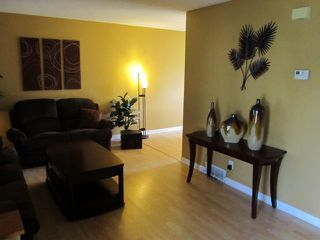 Photo 3: 64 Leicester Square in WINNIPEG: St James Residential for sale (West Winnipeg)  : MLS®# 1114765