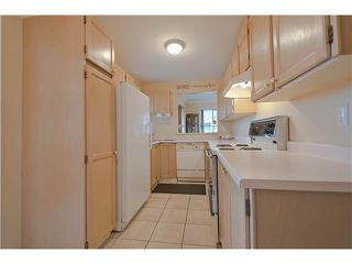 """Photo 4: 203 15439 100 Avenue in Surrey: Guildford Townhouse for sale in """"Plumtree Lane"""" (North Surrey)  : MLS®# F1404844"""