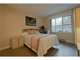 "Photo 14: 203 15439 100 Avenue in Surrey: Guildford Townhouse for sale in ""Plumtree Lane"" (North Surrey)  : MLS®# F1404844"
