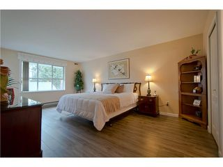 "Photo 10: 203 15439 100 Avenue in Surrey: Guildford Townhouse for sale in ""Plumtree Lane"" (North Surrey)  : MLS®# F1404844"