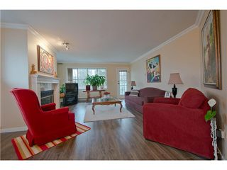 "Photo 3: 203 15439 100 Avenue in Surrey: Guildford Townhouse for sale in ""Plumtree Lane"" (North Surrey)  : MLS®# F1404844"