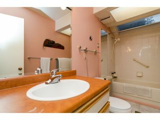 Photo 13: 1381 EVERALL Street: White Rock House for sale (South Surrey White Rock)  : MLS®# F1432158