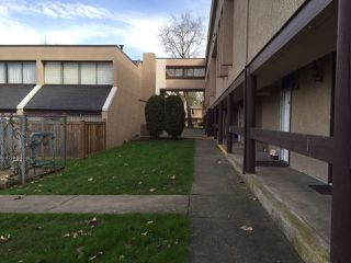 Photo 3: 36 17706 60 Avenue in Surrey: Cloverdale BC Townhouse for sale (Cloverdale)  : MLS®# R2036981