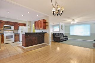 Photo 5: 1925 LYNN Avenue in Abbotsford: Central Abbotsford House for sale : MLS®# R2043834