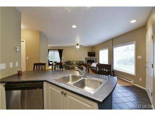 Photo 3: 846 Finlayson St in VICTORIA: Vi Mayfair Half Duplex for sale (Victoria)  : MLS®# 725172