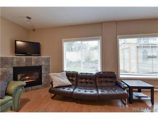 Photo 2: 846 Finlayson St in VICTORIA: Vi Mayfair Half Duplex for sale (Victoria)  : MLS®# 725172