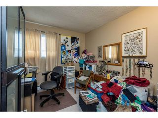 """Photo 13: 14839 HOLLY PARK Lane in Surrey: Guildford Townhouse for sale in """"Holly Park Lane"""" (North Surrey)  : MLS®# R2154252"""