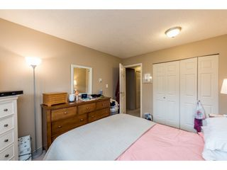 """Photo 12: 14839 HOLLY PARK Lane in Surrey: Guildford Townhouse for sale in """"Holly Park Lane"""" (North Surrey)  : MLS®# R2154252"""