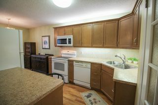 Photo 12: Gorgeous side by side for sale in Oakwood Estates