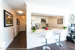 Photo 1: 201 1228 MARINASIDE CRESCENT in Vancouver: Yaletown Condo for sale (Vancouver West)  : MLS®# R2128055