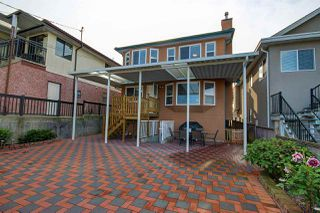 Photo 2: 3155 E 6TH Avenue in Vancouver: Renfrew VE House for sale (Vancouver East)  : MLS®# R2245346