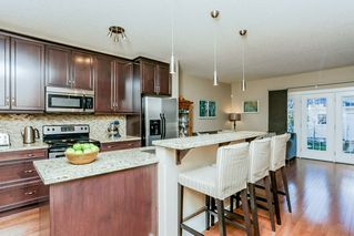 Photo 7: 1048 GAULT Boulevard NW in Edmonton: Zone 27 Townhouse for sale : MLS®# E4134587