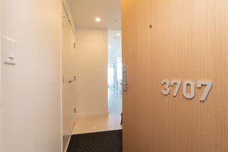 """Photo 2: 3707 6098 STATION Street in Burnaby: Metrotown Condo for sale in """"Station Square II"""" (Burnaby South)  : MLS®# R2333454"""