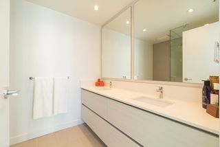 """Photo 8: 3707 6098 STATION Street in Burnaby: Metrotown Condo for sale in """"Station Square II"""" (Burnaby South)  : MLS®# R2333454"""