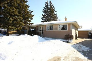 Photo 3: 38 Moore Place in Saskatoon: Massey Place Residential for sale : MLS®# SK762065