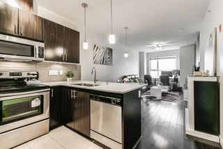 """Photo 10: 405 7777 ROYAL OAK Avenue in Burnaby: South Slope Condo for sale in """"THE SEVENS"""" (Burnaby South)  : MLS®# R2347654"""