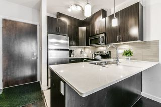 """Photo 11: 405 7777 ROYAL OAK Avenue in Burnaby: South Slope Condo for sale in """"THE SEVENS"""" (Burnaby South)  : MLS®# R2347654"""