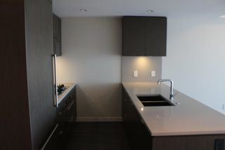 Photo 2: 1003 125 E 14TH Street in North Vancouver: Central Lonsdale Condo for sale : MLS®# R2355768