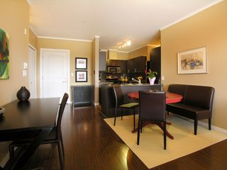 Photo 4:  in THE AVENUE: Home for sale : MLS®# V763522