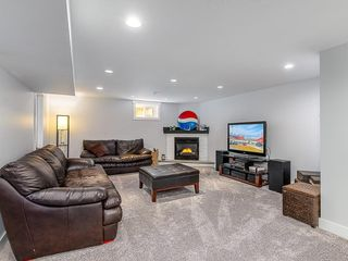Photo 17: 2012 CROCUS Road NW in Calgary: Charleswood Detached for sale : MLS®# C4253746