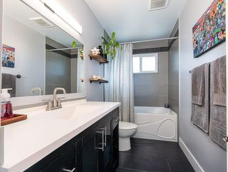 Photo 14: 2012 CROCUS Road NW in Calgary: Charleswood Detached for sale : MLS®# C4253746