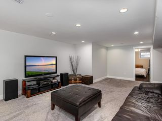 Photo 19: 2012 CROCUS Road NW in Calgary: Charleswood Detached for sale : MLS®# C4253746